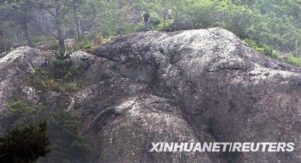 平安彩票合法吗:求复合未果 这么冷的天他跳下20米高陡坡