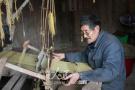 六旬老人古法织丝绸