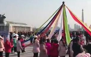 朝鲜民众喜迎农历新年