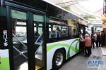 青岛:两人乘公交时走散 女儿