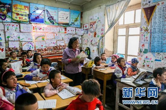 金沙线上娱乐开户:中青报:学校不是卖场 少打学生主意