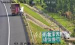 惊险5分钟!小货车高速路不顾安全公然停车卸货