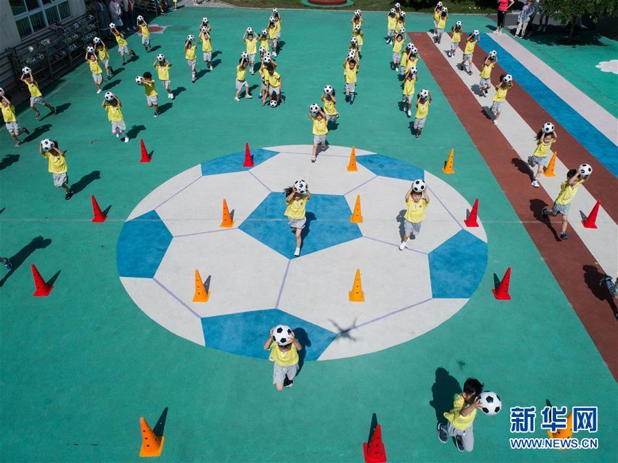"""(教育)(5)校园""""快乐足球节""""迎暑期"""