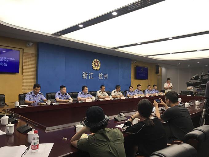 """微商小伙朋友圈卖""""狗粮"""",杭州民警发现他后全国""""寻枪""""!"""
