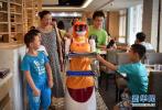 餐馆逐渐用机器人取代服务员 机器人餐厅将普及?