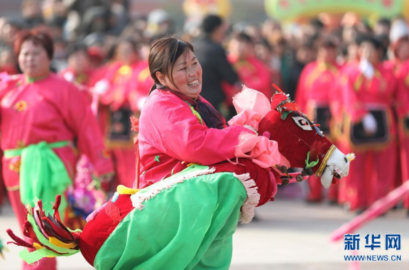 河南温县:秧歌展演闹元宵