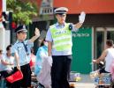 开学首日 廊坊交警一大队护学保畅通 宣讲送安全