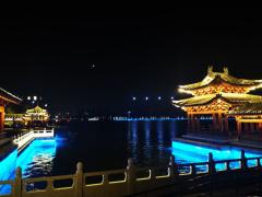 河南开封:创城亮化灯光点亮汴西湖