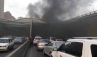 长春卫星路隧道一辆汽车自燃