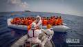 一艘偷渡船在利比亚海域倾覆至少25人身亡