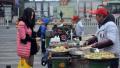 南京将禁止街头摊贩卖水产品 食品小作坊需持证上岗