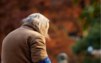 生活孤独_外媒中国农村老人自杀率高生活孤独压力大中