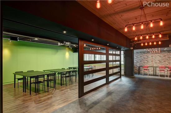 设计 车库/设计亮点:所有的会议室设计都了宽敞明亮为主,绿色调的墙面给...