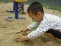瓦房店4岁男童玩沙子 进眼睛里近30粒哭闹不止