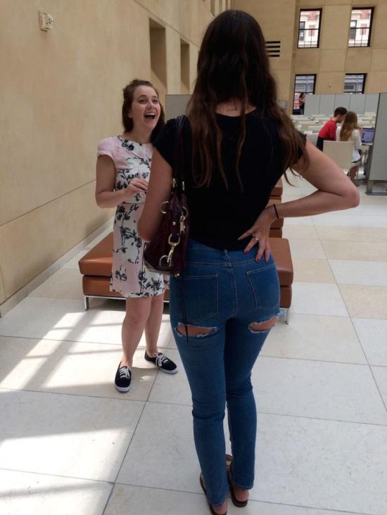 白-屁股-p_有姑娘试穿了那条露屁股蛋子的牛仔裤