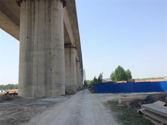 不到半年济南西站高铁两度遭逼停 油漆厂房紧邻高铁桥