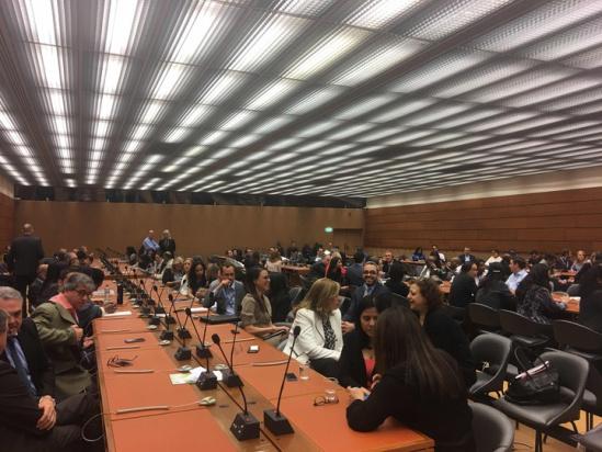 超过200名联合国贸易和发展会议员工,一大早就在办公室等待马云到来。.jpg