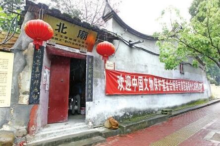 福州鼓楼区北岳庙逢雨必漏 墙壁发霉