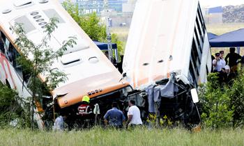 阿根廷两公交车相撞