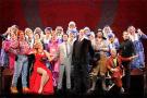 横扫托尼奖的百老汇音乐剧《金牌制作人》说起了杭州方言