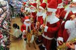 """外媒关注义乌""""圣诞村"""":全球三分之二圣诞饰品来自这里"""