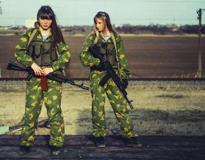 女兵军礼高清壁纸