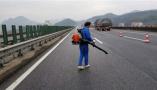 """杭州高速交警未""""雪""""绸缪,提前将疏水剂喷涂路面防雪天事故"""