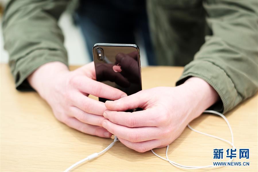 80后电子游戏大全:作!男子牙咬iPhone电池测真假:结果电池爆炸了