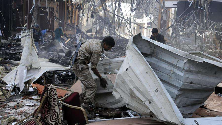 也门 多国联军空袭萨那 数十人伤亡