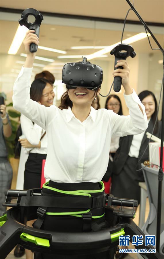 (XHDW)(2)香港学生上海体验VR电子竞技