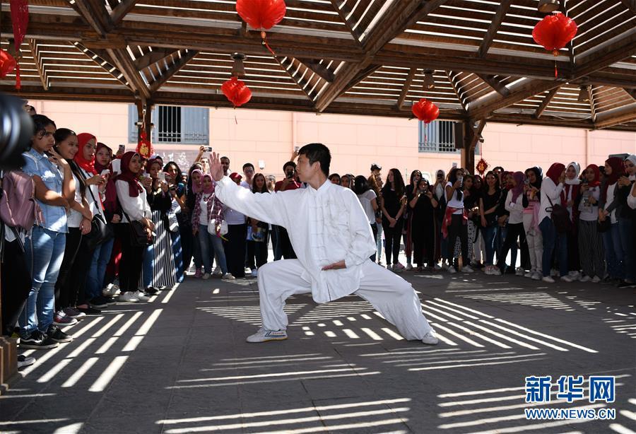 孔子学院文化日活动走进埃及博物馆 展示中国传统文化