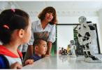 人工智能机器人替你给娃辅导作业?想多了!