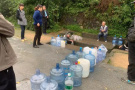 很多人起个大早排长队取的山泉水,水质检测报告出来了