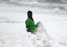 印海岸污染泡沫遍布