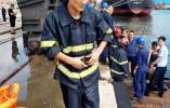 高烧、怕水还不会游泳的他跳了下去……一位消防员上演生死营救