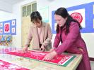鹤壁教师创作剪纸作品为党庆生