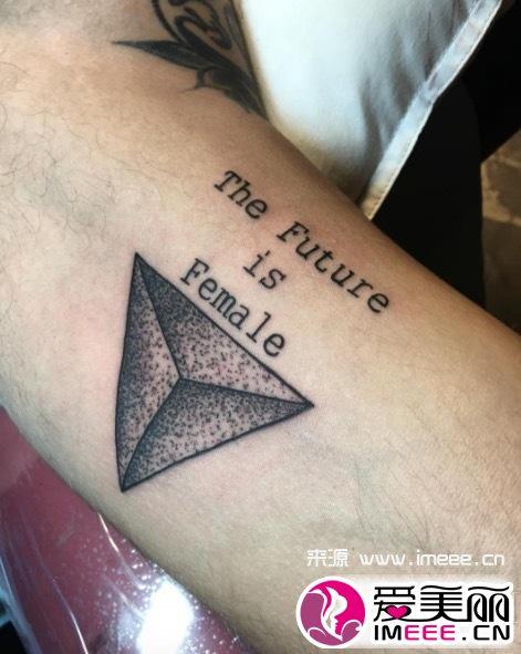 小巧精致的纹身来一个 让自己时髦起来图片