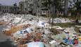 小区垃圾八天没清理已经堆成山 难道是保洁员在放长假?