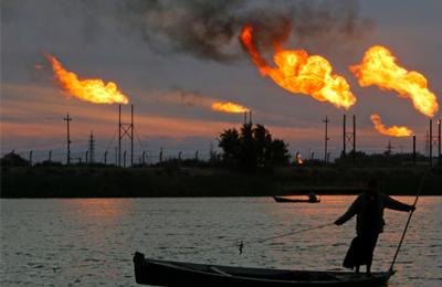 伊拉克油田火舌喷涌
