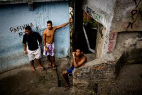 里约贫民窟居民搬新家 旧居因奥运被拆