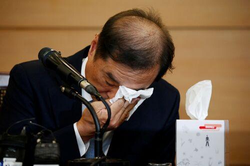金秉准/3日,韩国国务总理被提名人金秉准在首尔举行记者会时激动落泪。