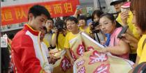 北京:中国奥运代表团载誉归来