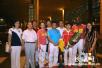 奥运银牌得主尹军花载誉归来 在机场受到热烈迎接