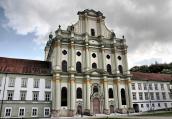 德国慕尼黑一修道院珍藏世上两具最奢侈骨骸