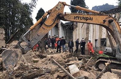 四川南江一民房倒塌