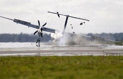 英国客机起落架断裂