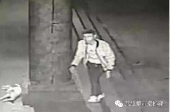 邯郸 古玩城/核心提示:其中一家店主称具有较高收藏价值的钱币失窃,向各地...