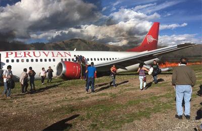 秘鲁一客机着陆起火