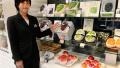 """日本""""贵族""""水果供不应求:棒球大草莓卖3万!"""