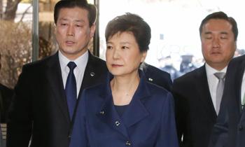 朴槿惠亲赴逮捕令庭审